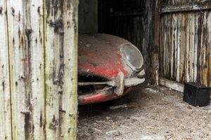 1964-jaguar-3-8-e-type-barn-find-2