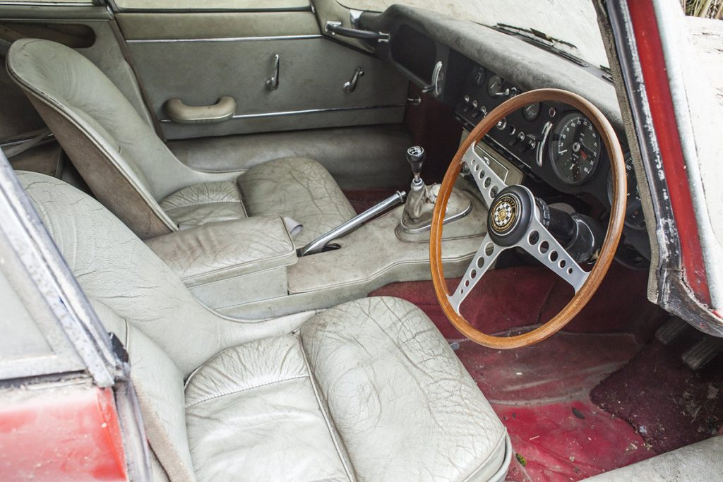1964 Jaguar 3.8 E-Type barn find interior