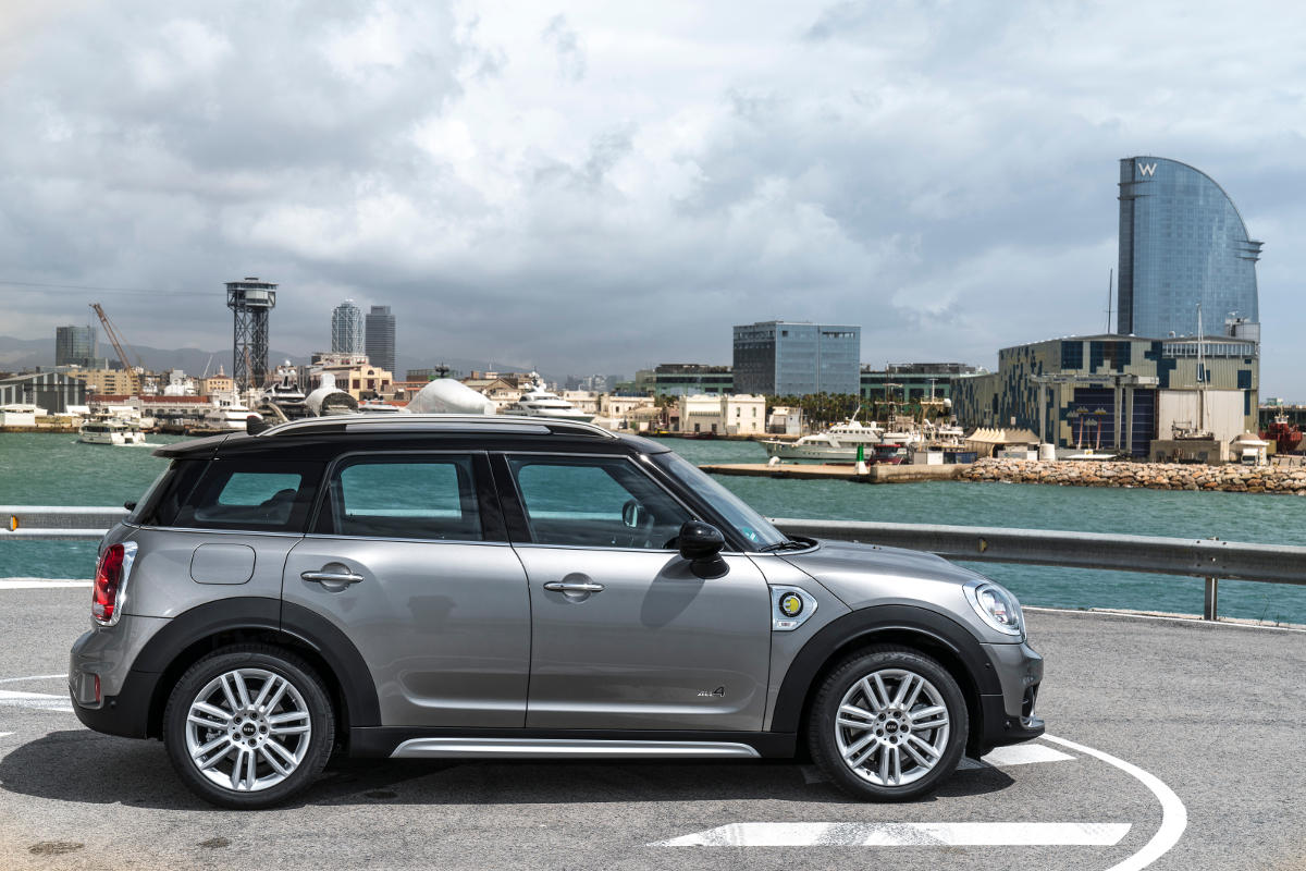 first hybrid mini cooper s e countryman all4 released rescars. Black Bedroom Furniture Sets. Home Design Ideas