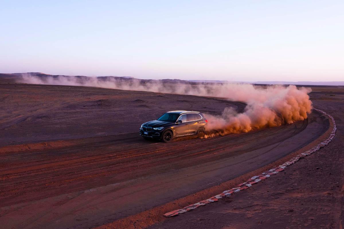 New BMW X5 Races Around A Sahara Desert Version Of Monza